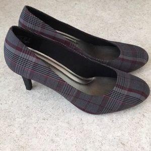 Predictions Comfort Plus size 9.5 plaid heels